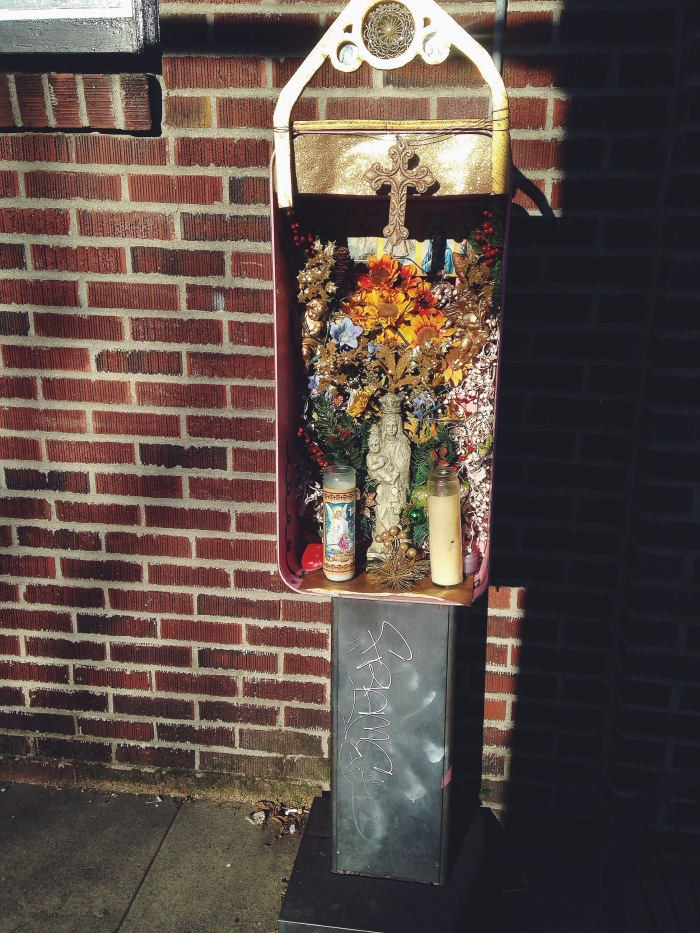 So this is what you should do with an old phone booth, beautiful!